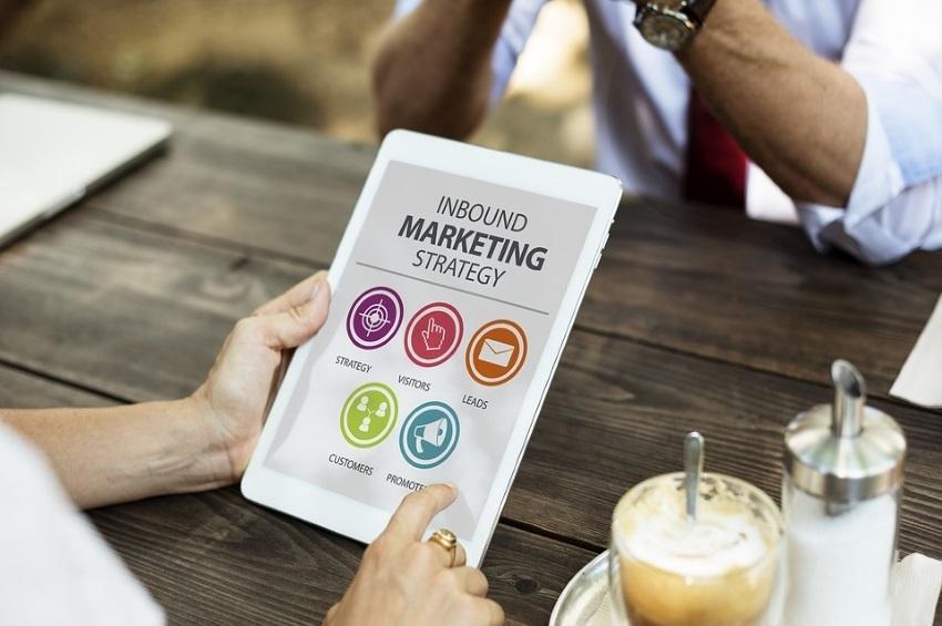 ¡10 Ideas para Motivar a sus Clientes a Comprar en Línea!